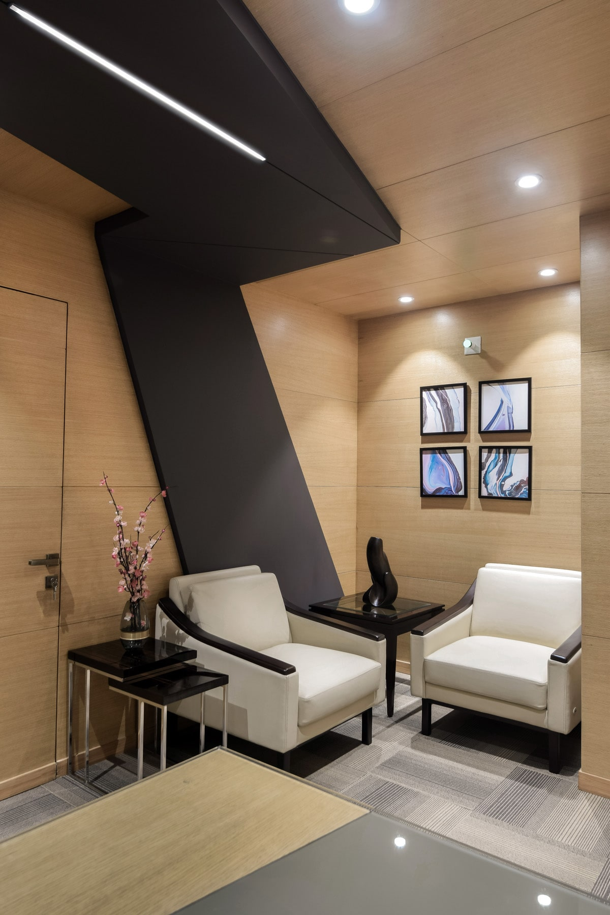 Director's room of Aakash Institute design by Conarch Architects